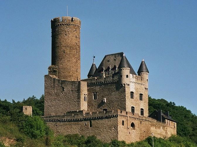 So sah die Burg 2004 vor Beginn der Sanierung aus / Foto: Wikipedia / Johannes Robalotoff / CC-BY-SA 2.5