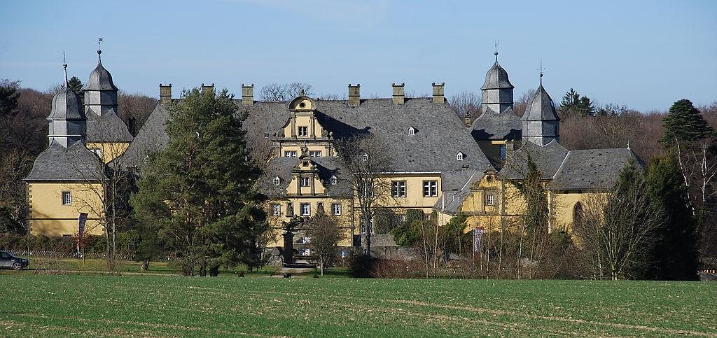 Blick auf Schloss Eringerfeld Foto: Wikipedia / Matthias Böhm / CC-BY-SA 3.0
