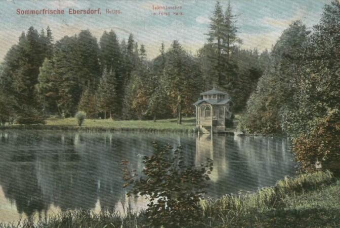 Der Park von Schloss Ebersdorf mit Teichhaus auf einer 1908 gestempelten Postkarte / Foto: gemeinfrei