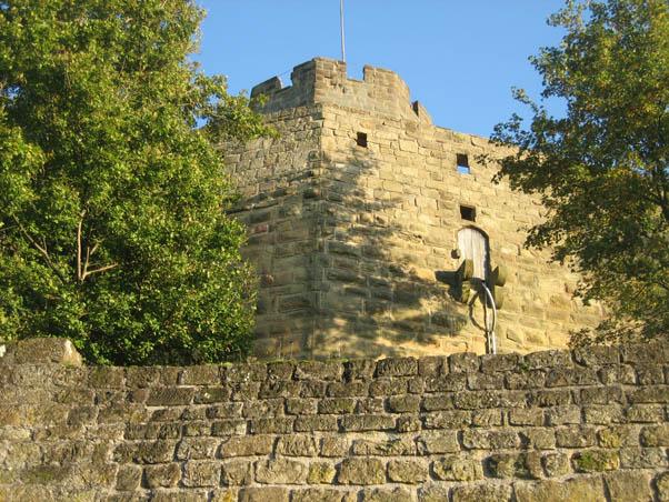 Mauern und Bergfried