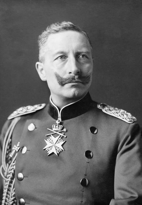 Kaiser Wilhelm II. ließ seiner Gattin viel zeit zum Briefeschreiben (Foto von  1902, gemeinfrei)