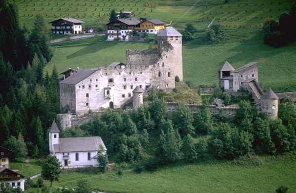 Burg Heinfels über Panzendorf / Foto: GuentherZ. / CC-BY-SA 3.0