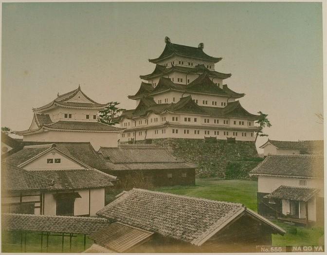 Vor der Zerstörung: Burg Nagoya im Jahr 1880. Foto gemeinfrei / Foto oben: gemeinfrei