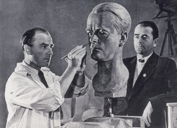 Arno Breker porträtiert Albert Speer / Foto: Wikipedia / jos43 / CC-BY-SA 2.5
