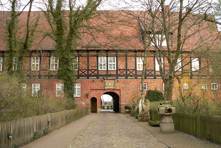 Schloss Ahlden / Foto: Axel Hindemith / CC-BY-SA 3.0 / Foto oben: Screenshot von der Seite http://schloss-ahlden.de