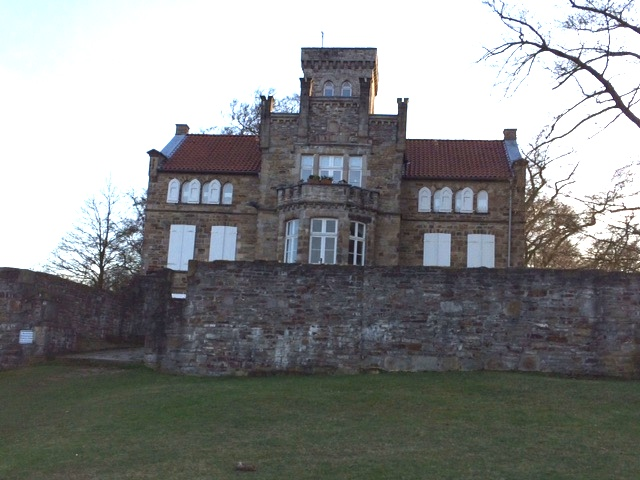 In den Ruinen der Isenburg steht das Haus Custodis / Foto: Burgerbe.de