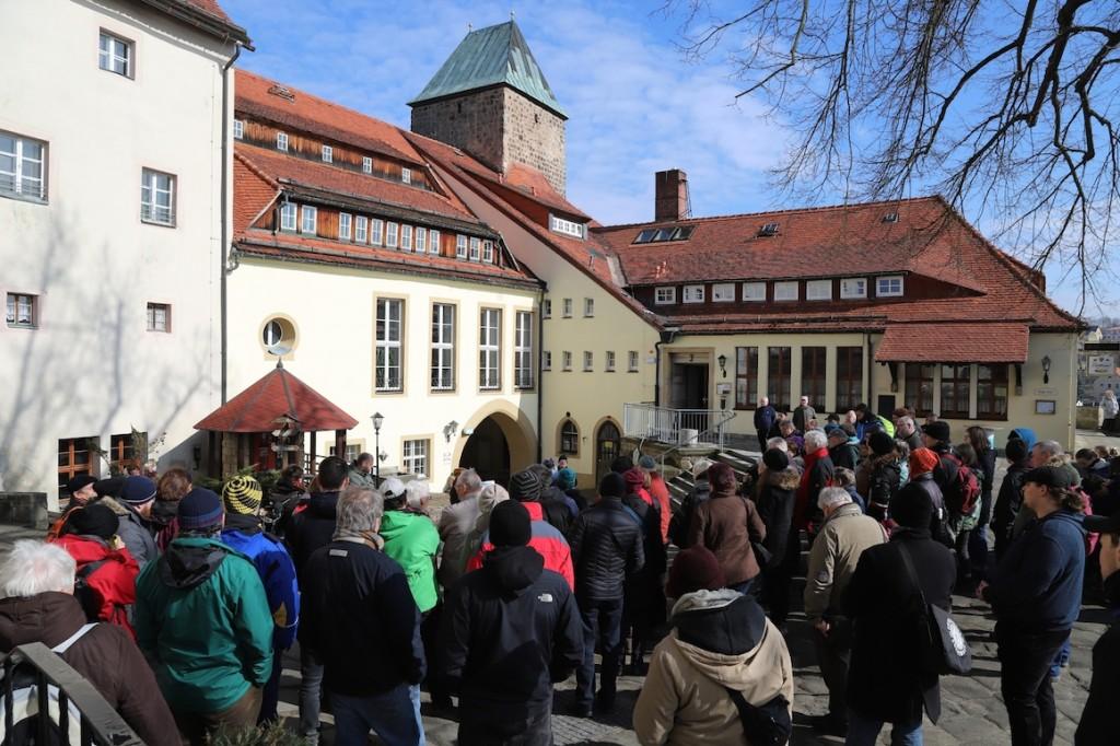 Gedenkveranstaltung für die NS-Opfer von Burg Hohenstein / Foto: AKuBiZ e.V.