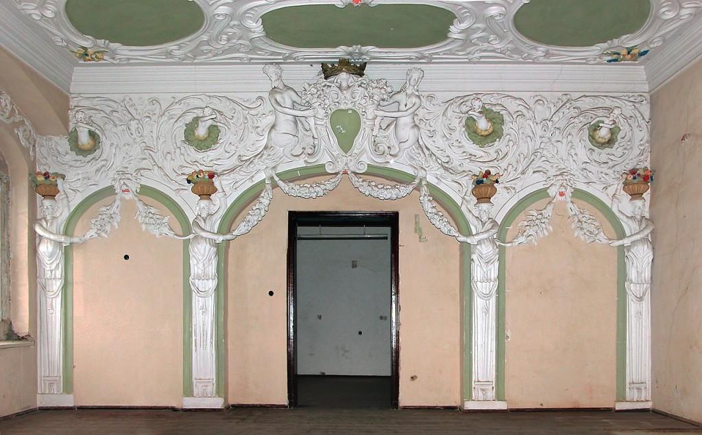 Stucksaal im ersten Stock von Schloss Großkmehlen / Foto: Wikipedia / Jörg Blobelt / CC-BY-SA 3.0