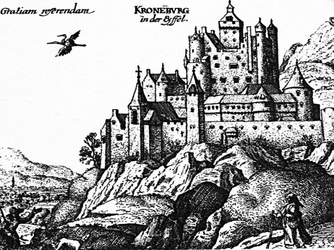 Die Kronenburg im späten Mittelalter. Der Kirchturm ist Teil der Befestigung. Bild: gemeinfrei