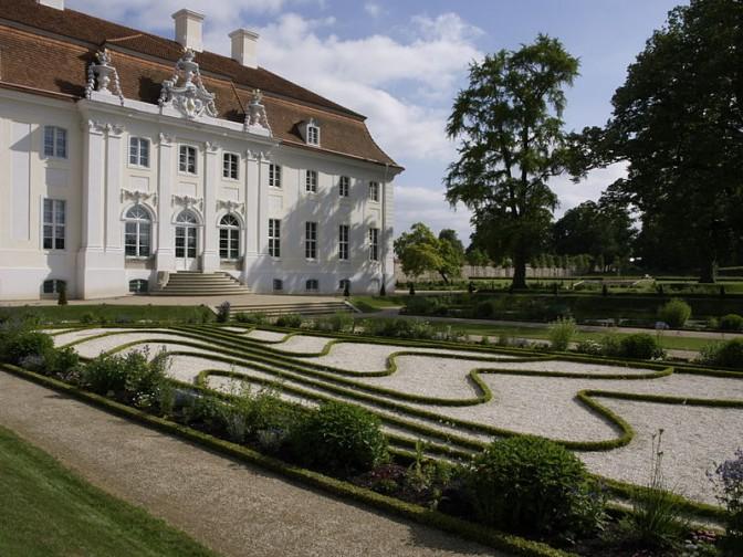 Das sogenannte Seeparterre vor Schloss Meseberg / Foto: Wikipedia / Carl August / CC-BY-SA 3.0