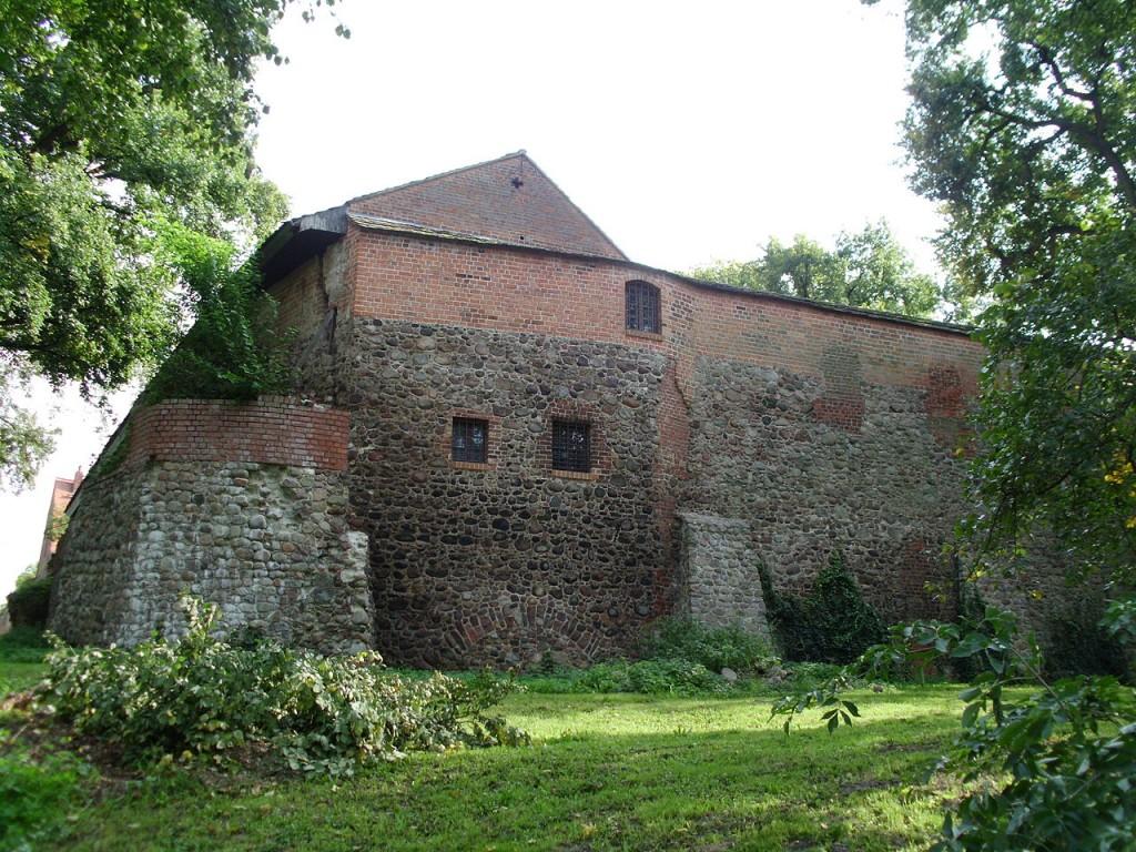 Teil der Außenanlage der Burg Beeskow / Foto: Wikipedia / J.Rzadkowski / CC-BY-SA 4.0