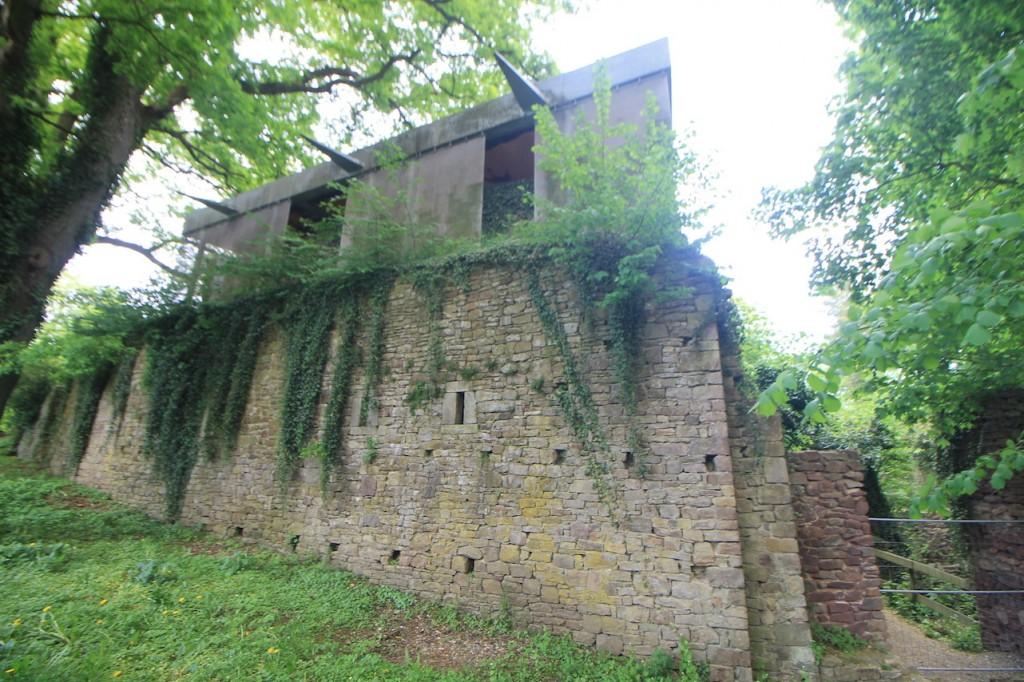 Die Burgmauern wurden 1936 wieder aufgebaut.