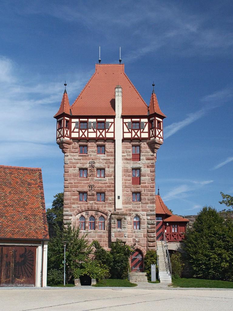 Burg Abenberg: Der Schottenturm. Fotos: Burg Abenberg / Foto (und Foto oben): Wikipedia / Jailbird / CC-BA-SA 2.0.de