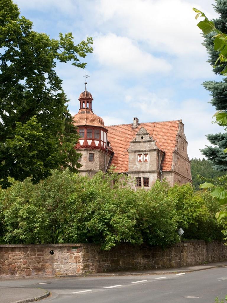 Schloss Nesselröden: Das Fachwerk am Turm wird saniert. Foto (und Foto oben): gemeinfrei