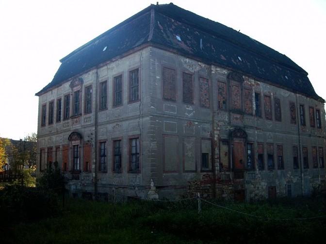 """Das """"Halbe Schloss"""" wird mal wieder verkauft / Foto (und Foto oben): Wikipedia / Jwaller / CC-BY-SA 3.0"""