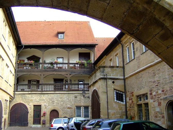 Schloss Brackenheim: Links das ausgebaute Neue Schloss, rechts das Alte Schloss. Foto: Wikipedia / Joachim Köhler / CC-BY-SA 3.0
