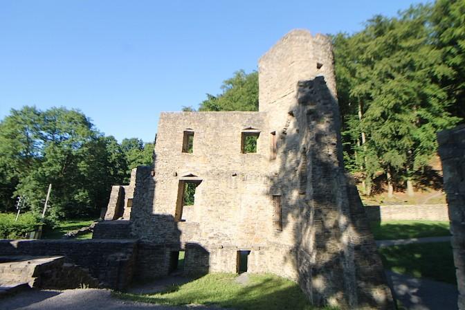 Die Ruine ist frei zugänglich.