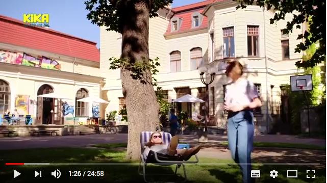 So schaut das aus, wenn das Alte Theater Erfurt zu Schloss Einstein wird. Bild: Screenshot Youtube/KiKa