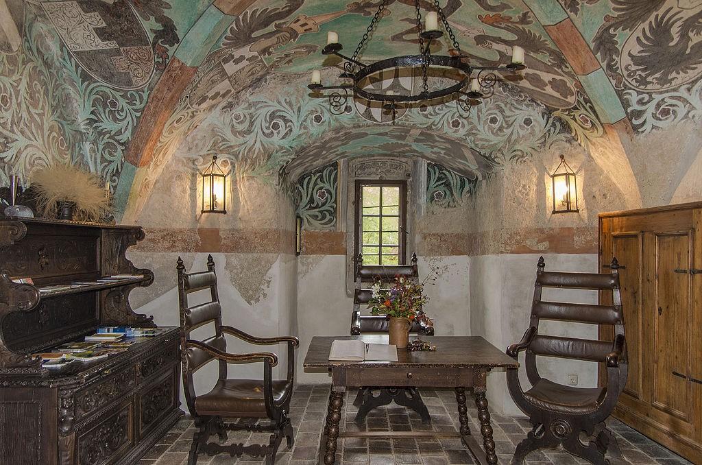 Vorhalle von Burg Oberranna mit Fresken / Foto: Wikipedia / WOKRI / CC-BY-SA 4.0
