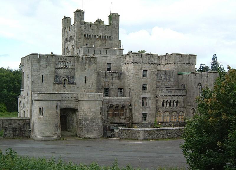 Burg Schnellwasser (Riverrun) aus Game of Thrones heißt eigentlich  Gosford Castle / Foto: Gemeinfrei