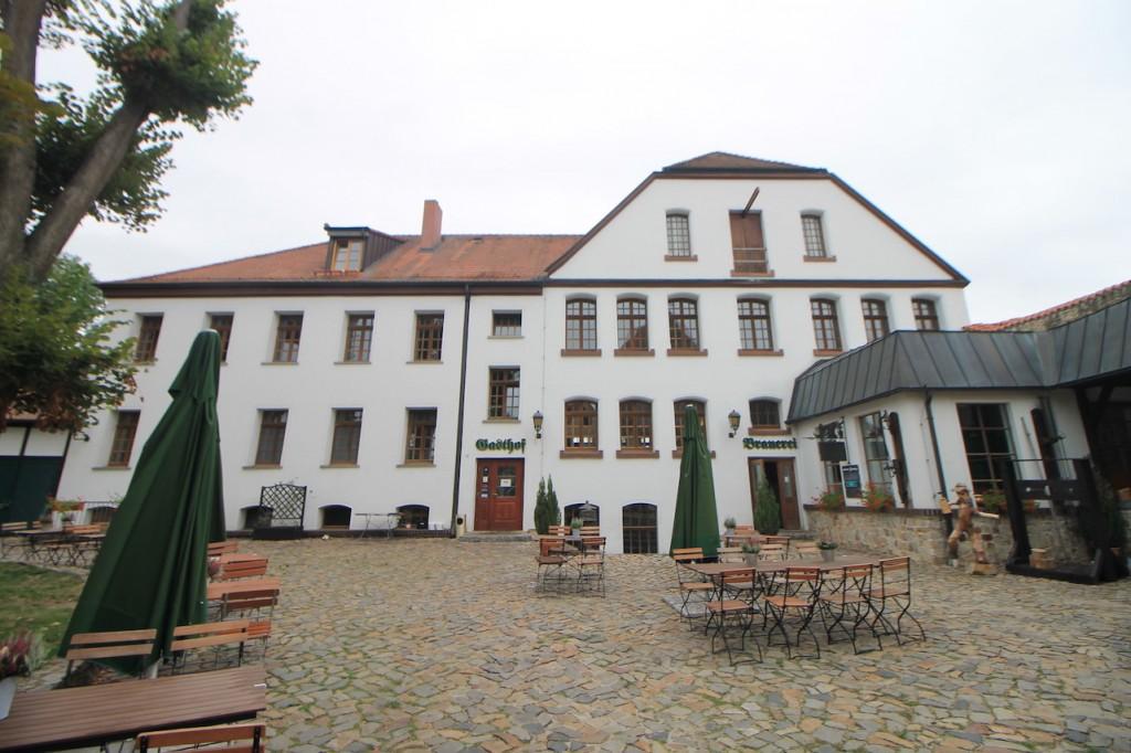 In einem Nebengebäude sind Brauerei und Restaurant untergebracht, Foto: Burgerbe.de