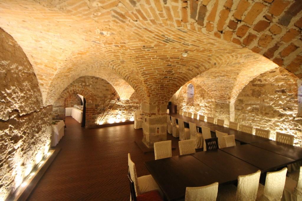Gewölbe unter der Wasserburg - heute kann man hier feiern / Foto: Burgerbe.de