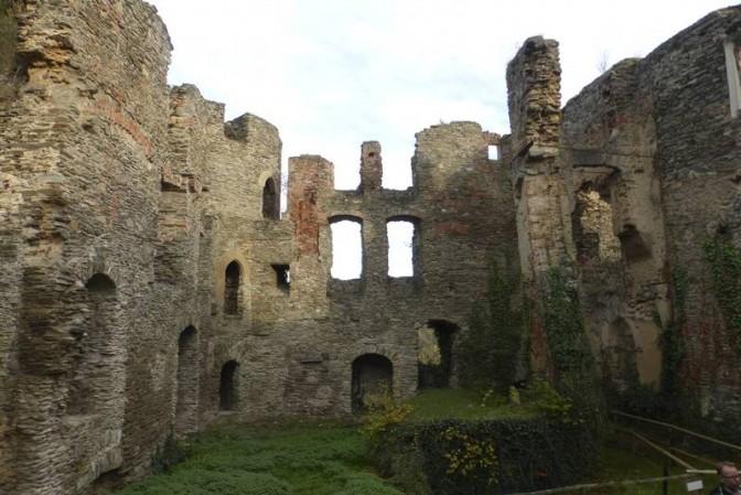 Die Ruine der Dalburg / Foto: © Deutsche Stiftung Denkmalschutz/Wegner / Foto oben:  Wikipedia / rexico69 / CC-BY-SA 3.0