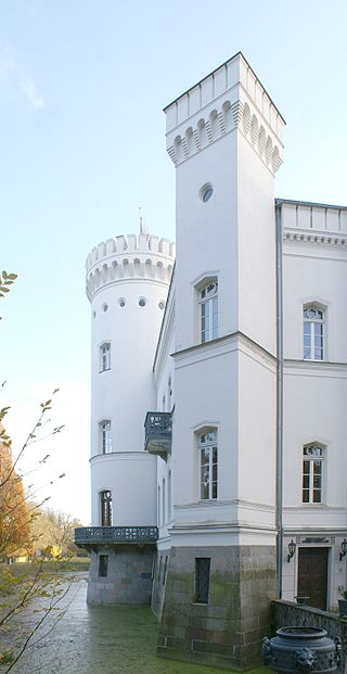 Schloss am Wasser / Foto: Wikipedia / Erell / CC-BY-SA 3.0 / Foto oben: Wikipedia / DarkOne / CC-BY-SA 2.5