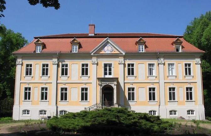 """Schloss Stülpe, Drehort von """"Die Galoschen des Glücks"""" / Foto: Wikipedia / Lienhard Schulz / CC-BY-SA 2.5"""