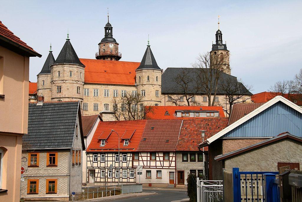 Blick von Schleusingen auf Schloss Bertholdsburg / Foto: Wikipedia / Krajo / CC-BY-SA 3.0