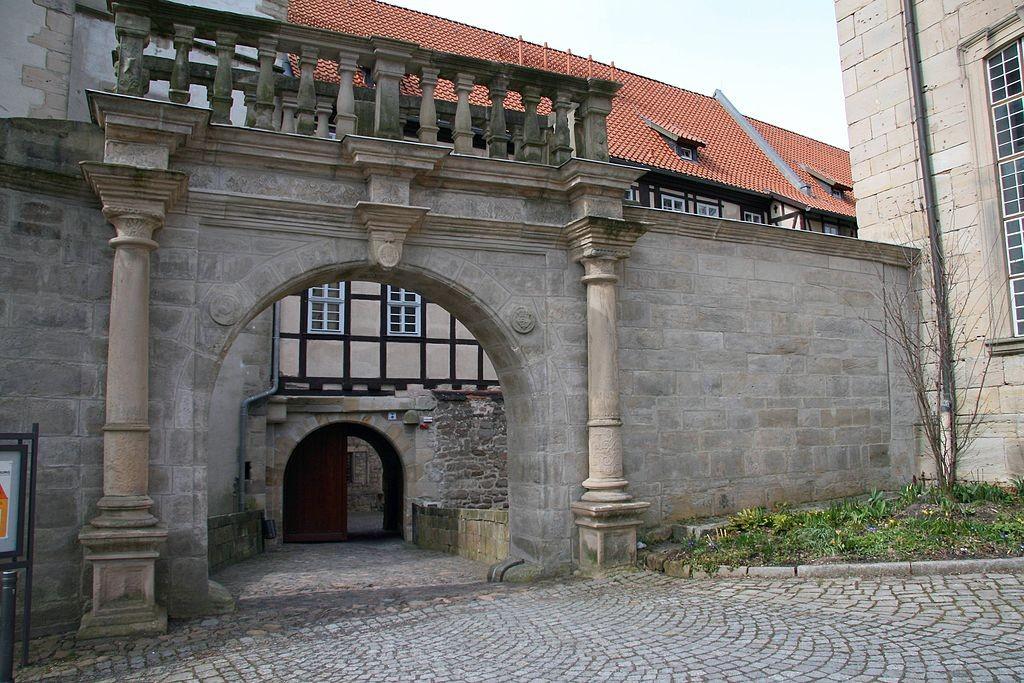 Das Tor zum Schlosskomplex / Foto: Wikipedia / Krajo / CC-BY-SA 3.0