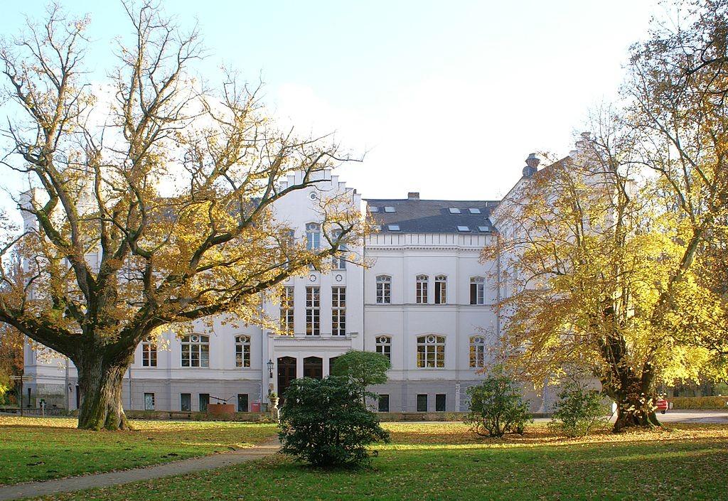 Die Parkseite von Schloss Schlemmin / Foto: Wikipedia / Erell / CC-BY-SA 3.0 / Foto oben: Wikipedia / DarkOne / CC-BY-SA 2.5