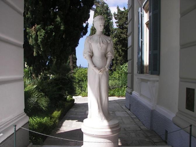 """Sissi""-Statue im Achilleion / Foto: Wikipedia / Tasoskessaris / CC-BY-SA 3.0"