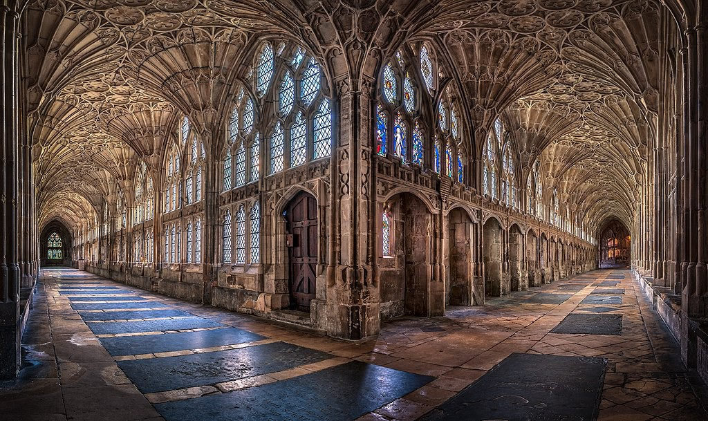 Kreuzgang der Kathedrale von Gloucester: Bei Maria Stuart kamen hier die englischen Höflinge zusammen. Foto: Wikipedia / Christopher JT Cherrington / CC-BY-SA 4.0