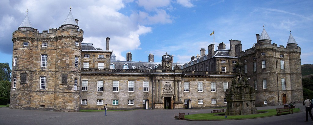 Das echte Holyrood Palace in Edinburgh heute / Foto:  Wikipedia / HylgeriaK / CC-BY-SA 3.0