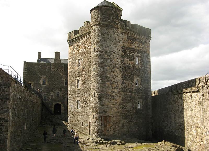 "Castle Blackness doubelt bei ""Maria Stuart"" Holyrood Palace / Foto: Wikipedia / Jonathan Oldenbuck / CC-BY-SA 3.0"