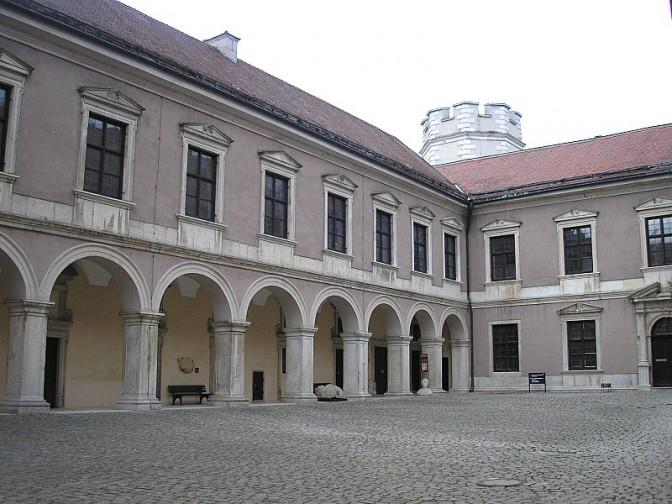 Innenhof des Gemmingenbaus / Foto: Wikipedia / Dark Avenger / CC-BY.SA 3.0